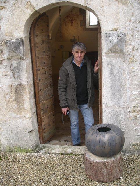 Jean-Pierre Bonardot est venu mettre en situation ses céramiques.